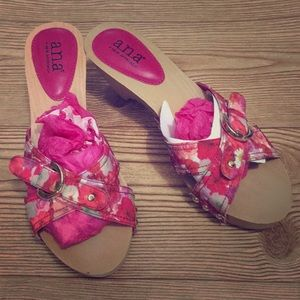 New pink floral sandals 👡 women's shoes 👠 8 1/2